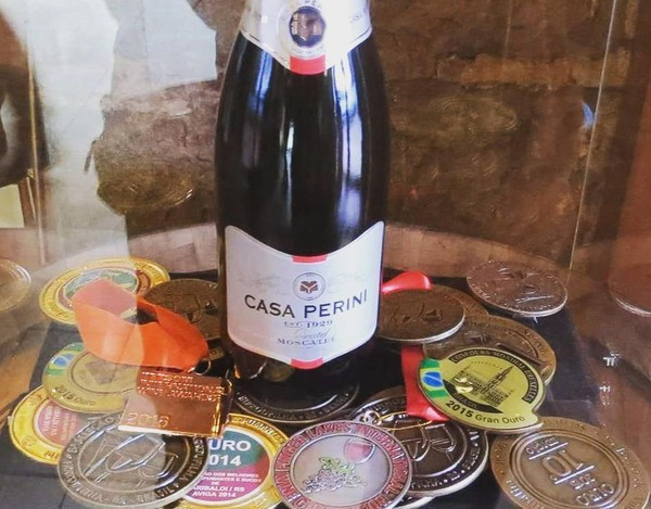 Espumante Perini Moscatel pode ser comprado por cerca de R$ 40 no país (Foto: Reprodução/Instagram)