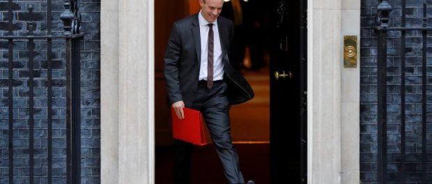 O ministro britânico encarregado do Brexit, Dominc Raab, deixa o10 Downing Street, em Londres, 13 de novembro de 2018. Tolga AKMEN / AFP